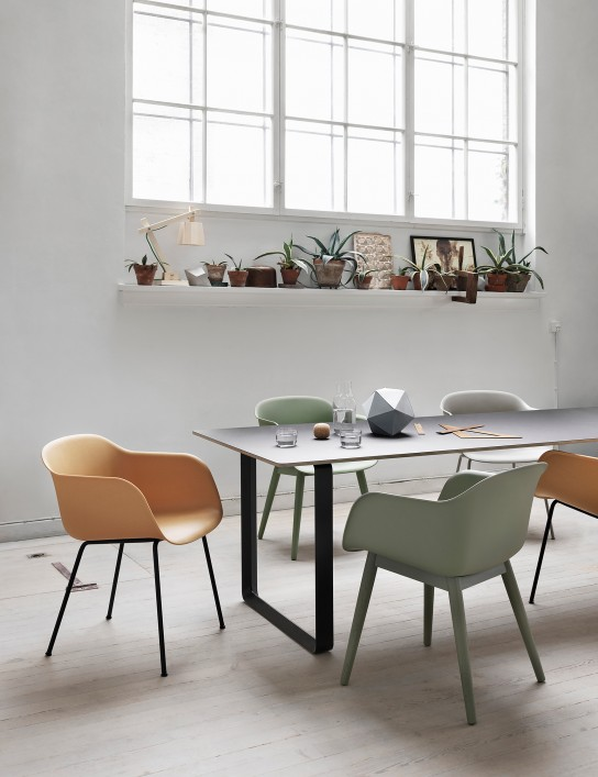 fiber-chair_7070_woodlamp–lifestyle—mouseover