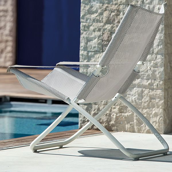 snooze-white-varnished-metal-beach-chair-net-in-ice-colour